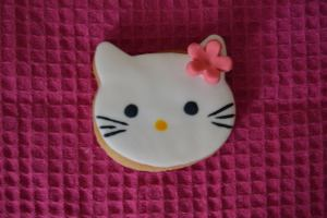 Galleta decorada con fondant de Hello Kitty