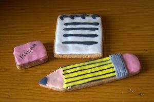Galletas de lápiz, cuaderno y goma de fondant