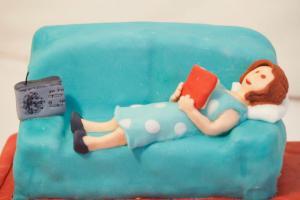 Lola en su sofá