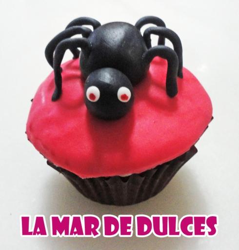 Cupcake de fondant de araña para Halloween