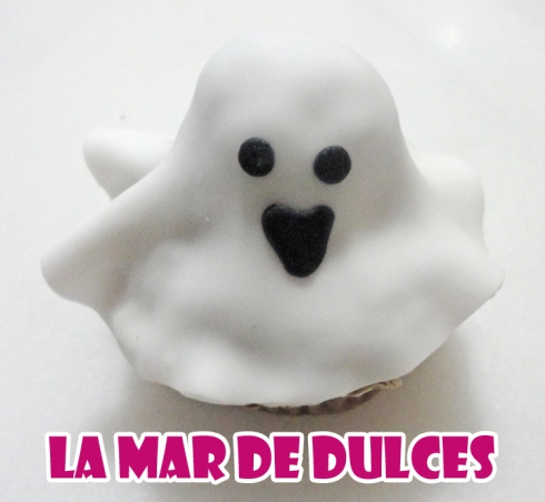 Cupcake de fondant de fantasma para Halloween