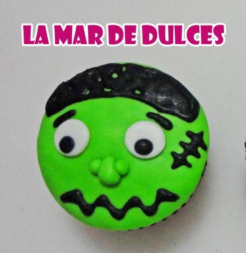 Cupcake de fondant de Frankenstein para Halloween