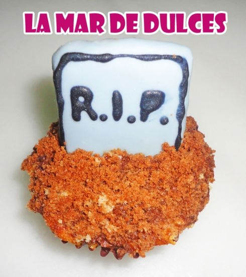 Cupcake de fondant de lápida para Halloween