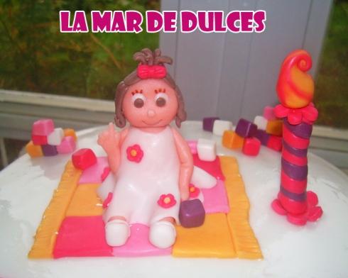 Tarta fondant niña de un año con moñito Sevilla