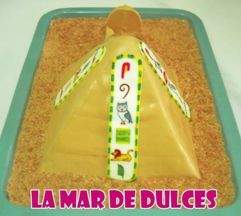 Tarta fondant pirámide esfinge y jeroglíficos egipcios - Sevilla