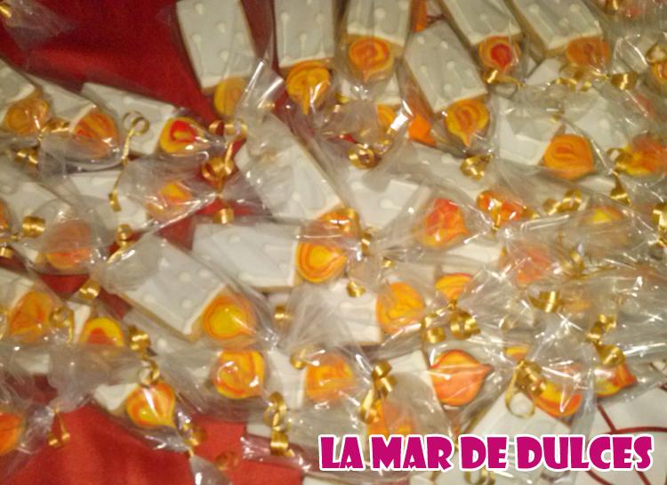 Galletas decoradas con glasa y fondant de velas Sevilla