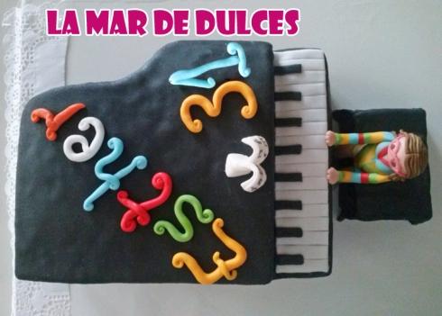 Tarta fondant de piano Sevilla