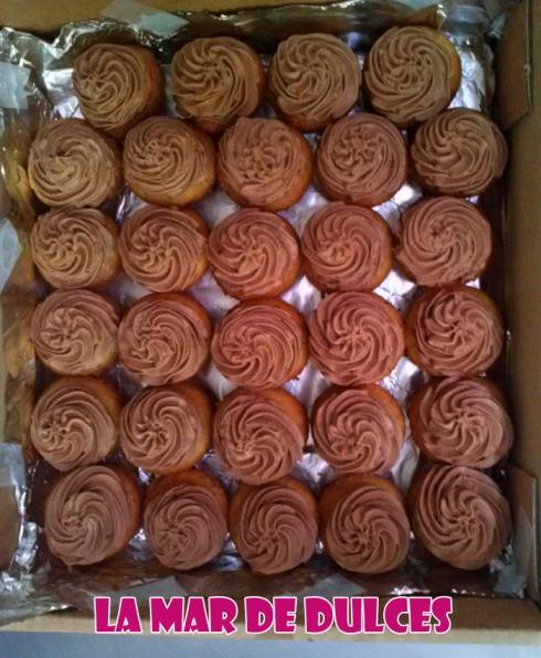 Minicupcakes de vainilla y crema de chocolate
