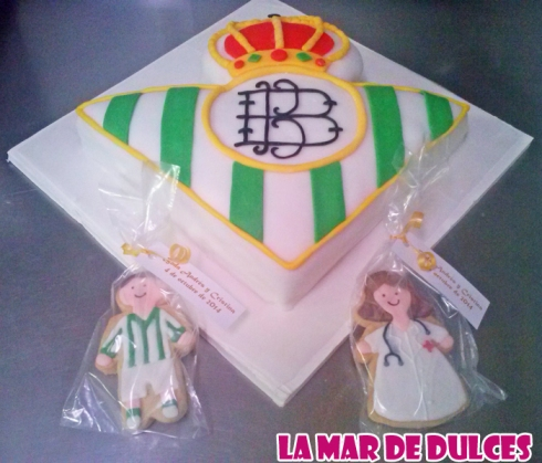 Tarta fondant del escudo del Betis