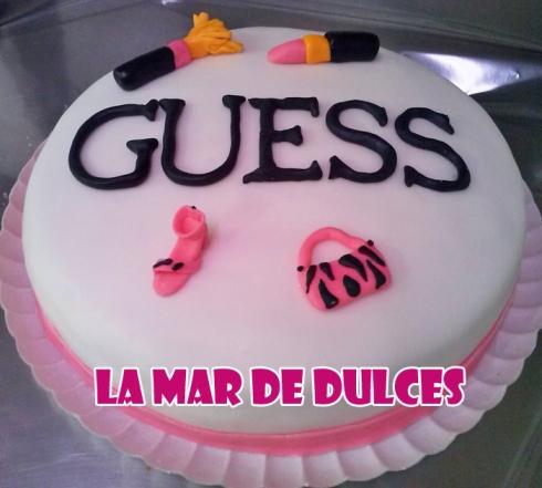 Tarta fondant de la marca Guess Sevilla