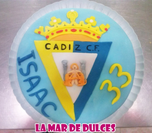 Tarta fondant del escudo del Cádiz