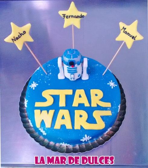 Tarta fondant de la Guerra de las Galaxias con R2-D2 Sevilla